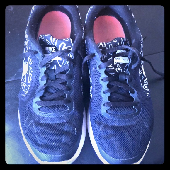 Nike Shoes - Nike sneakers 5Y FREE!!! If you bundle them.